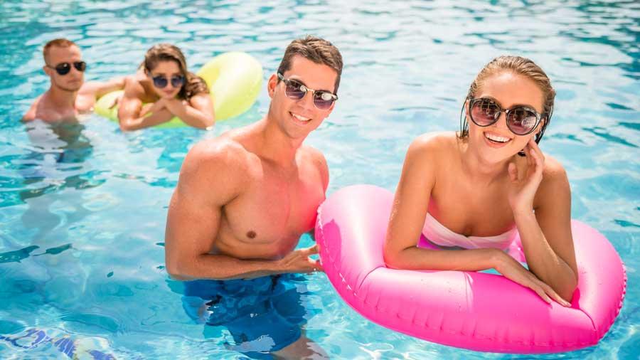 Cómo proteger tus dientes del cloro de las piscinas